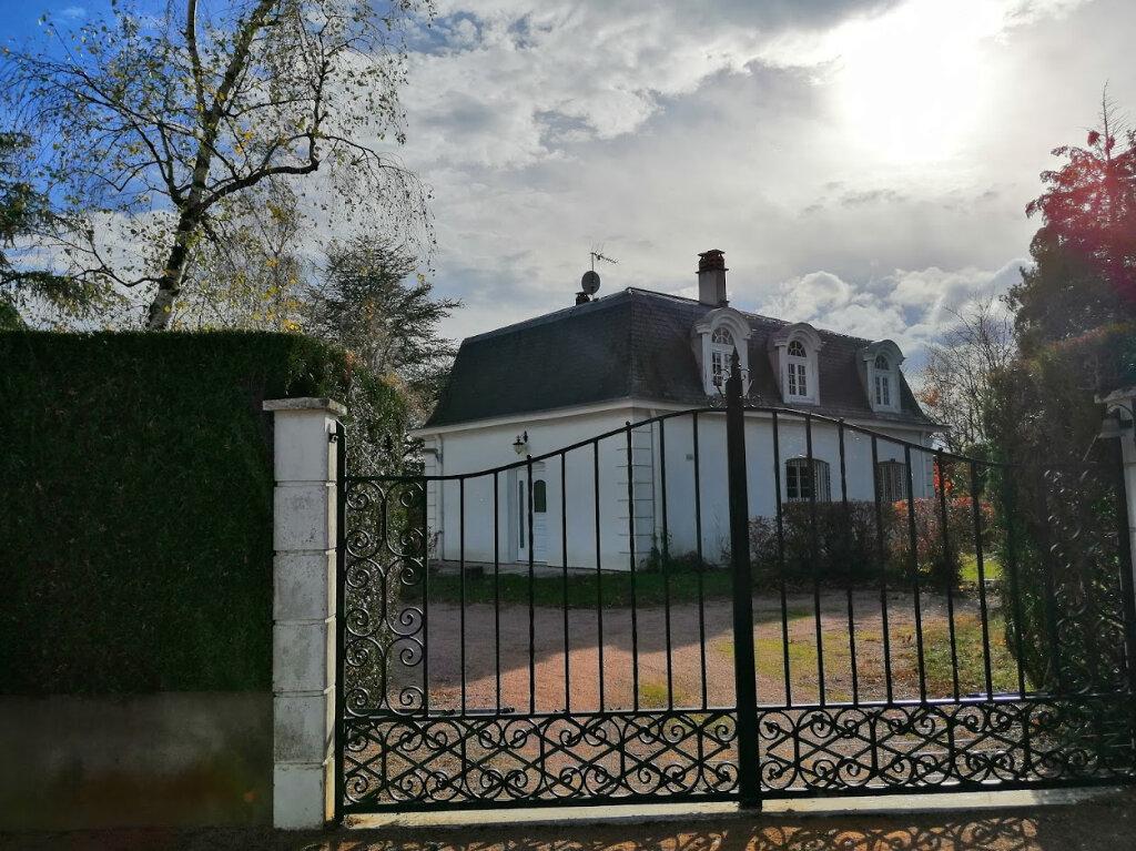 Maison à louer 5 147m2 à Bellerive-sur-Allier vignette-1