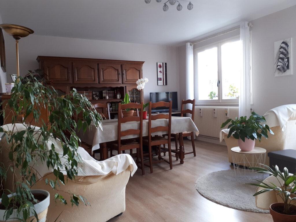 Appartement à vendre 5 110m2 à Vichy vignette-2