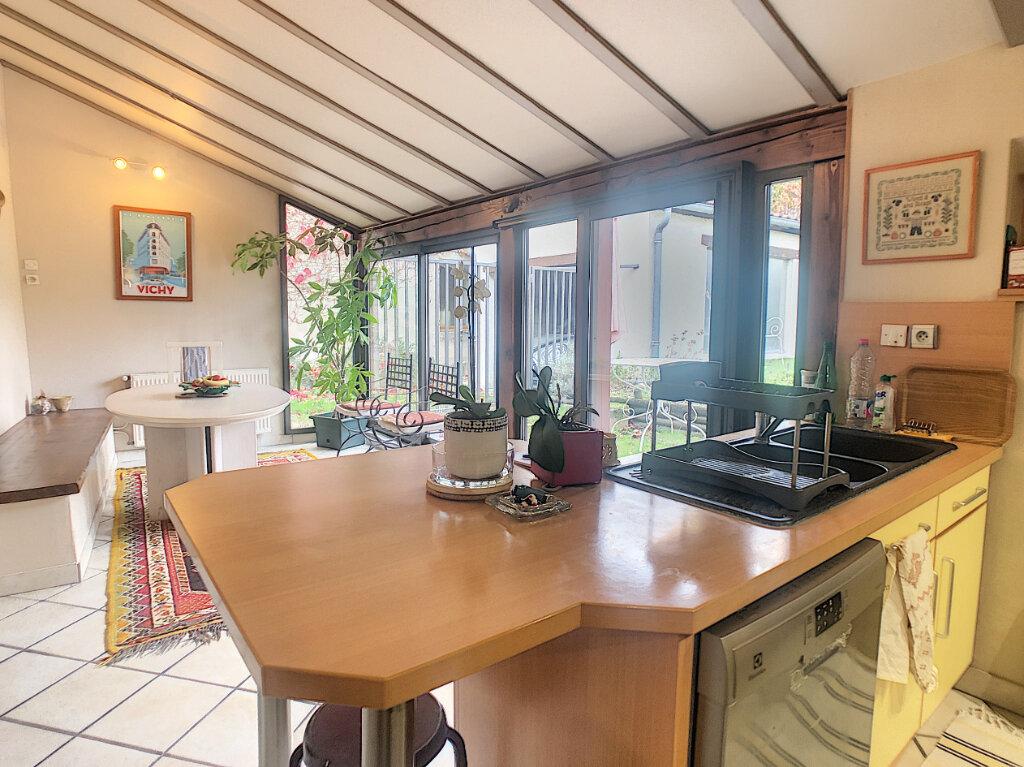 Maison à vendre 6 106m2 à Saint-Rémy-en-Rollat vignette-2