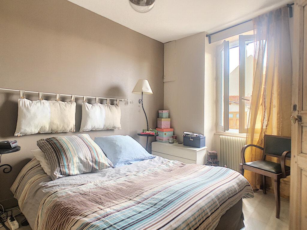 Maison à vendre 6 106m2 à Saint-Rémy-en-Rollat vignette-3