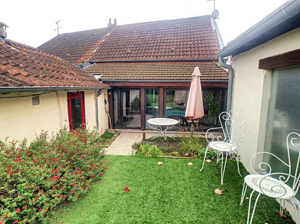 Maison à vendre 6 106m2 à Saint-Rémy-en-Rollat vignette-5