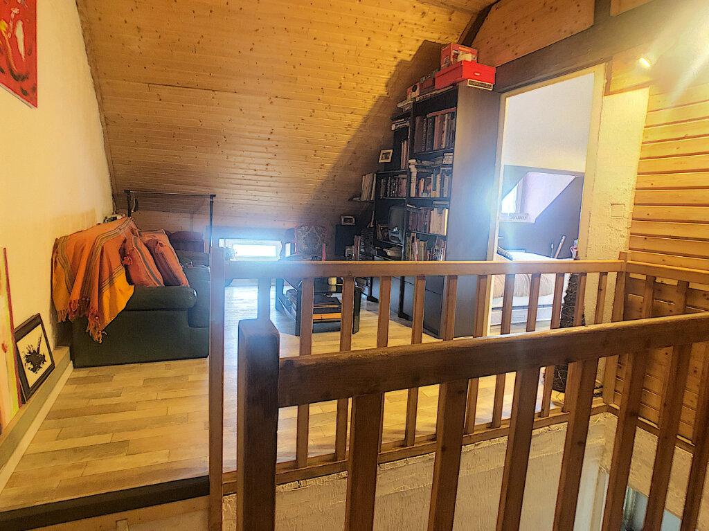 Maison à vendre 6 106m2 à Saint-Rémy-en-Rollat vignette-9