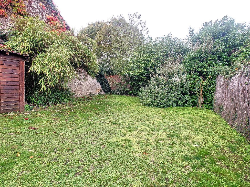 Maison à vendre 6 106m2 à Saint-Rémy-en-Rollat vignette-11