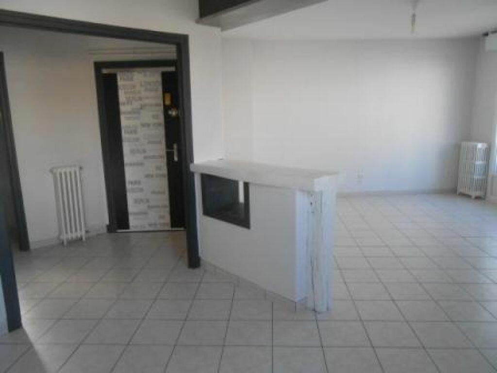 Appartement à louer 4 83.03m2 à Montluçon vignette-2