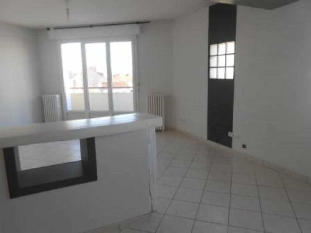 Appartement à louer 4 83.03m2 à Montluçon vignette-3