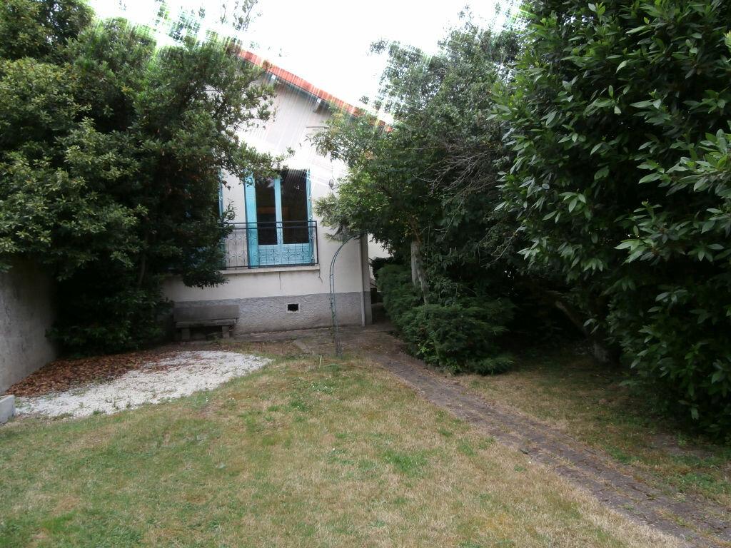 Maison à louer 3 80m2 à Montluçon vignette-1