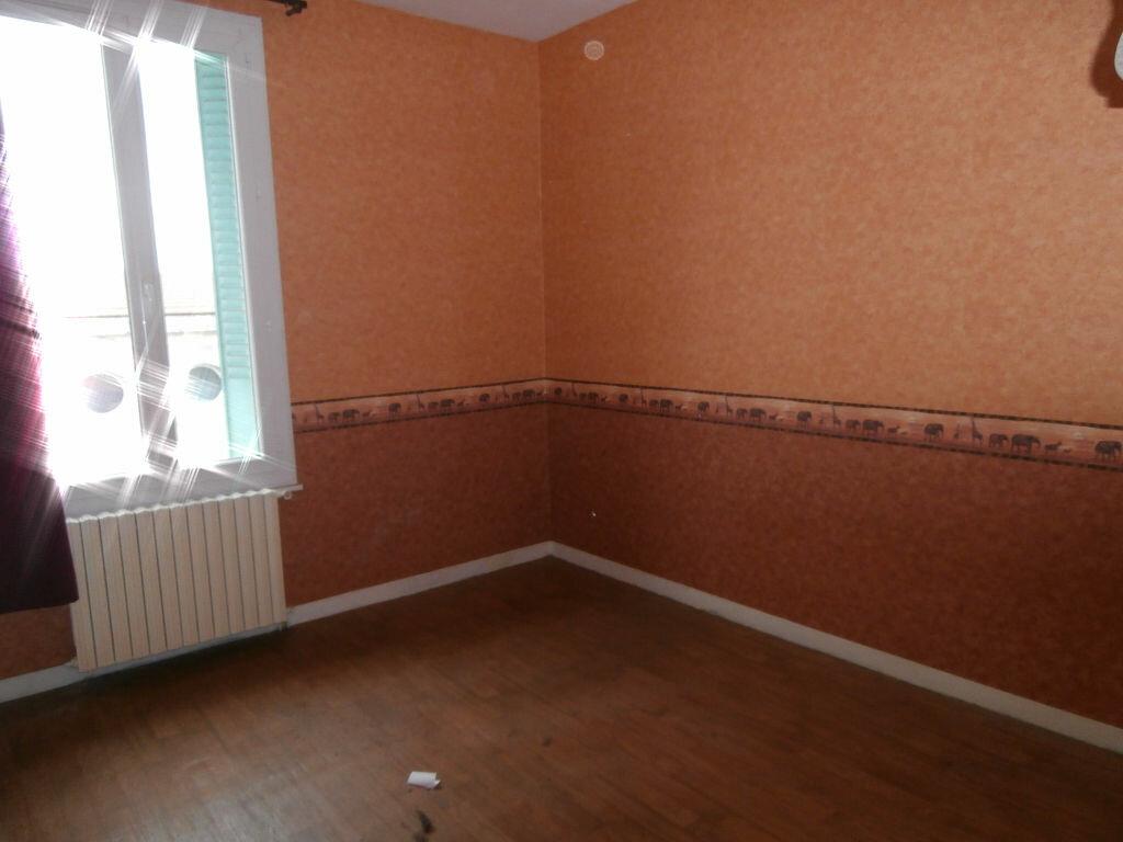 Maison à louer 3 80m2 à Montluçon vignette-4