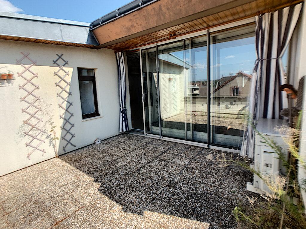 Appartement à louer 3 70m2 à Montluçon vignette-1