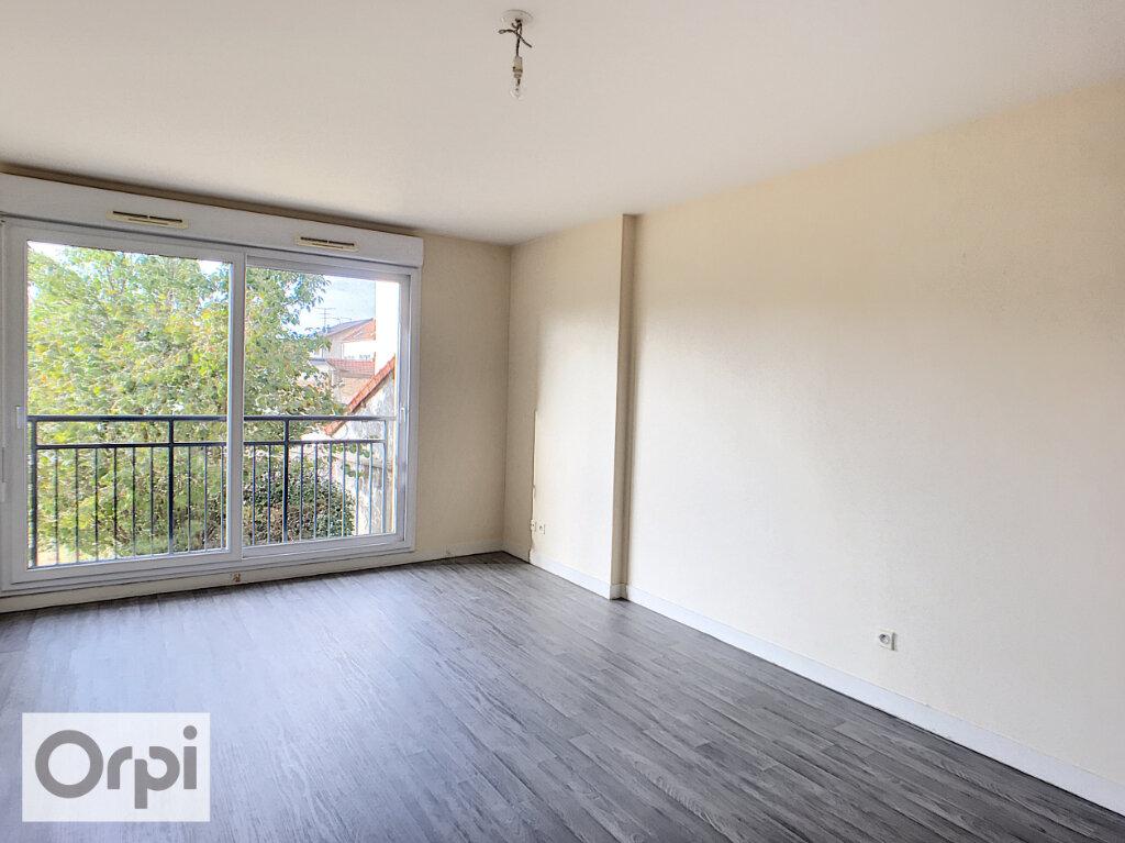 Appartement à louer 2 50.95m2 à Montluçon vignette-1
