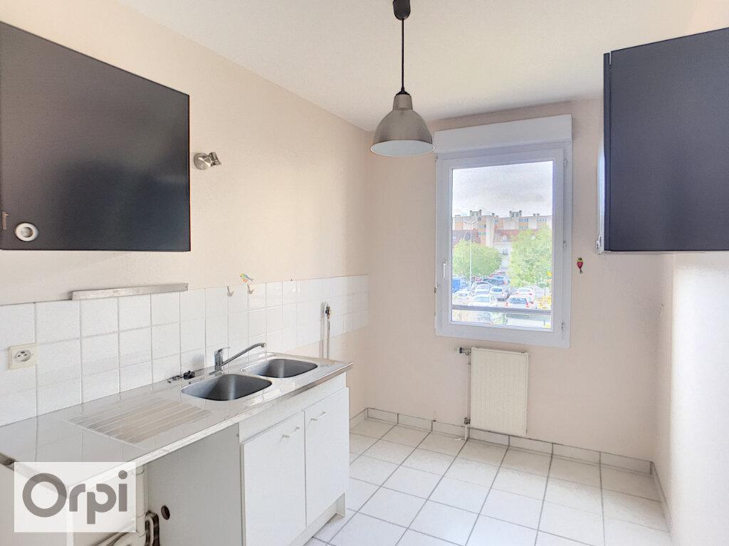 Appartement à louer 2 50.95m2 à Montluçon vignette-2