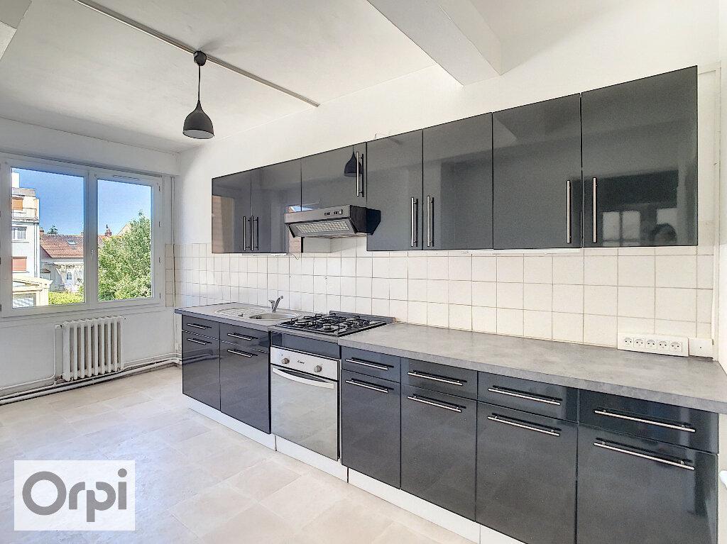 Appartement à louer 4 87.1m2 à Montluçon vignette-1
