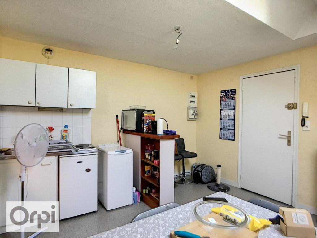 Appartement à louer 1 36m2 à Montluçon vignette-1
