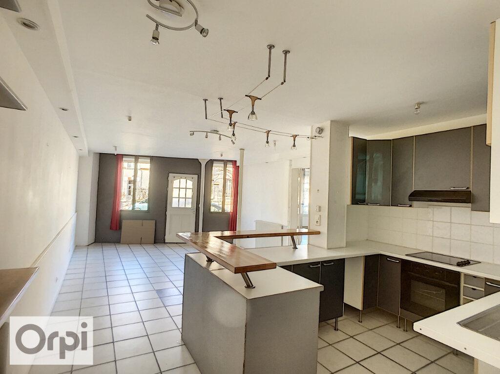 Appartement à louer 3 82.34m2 à Montluçon vignette-1