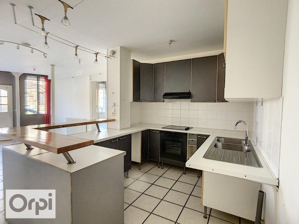 Appartement à louer 3 82.34m2 à Montluçon vignette-2