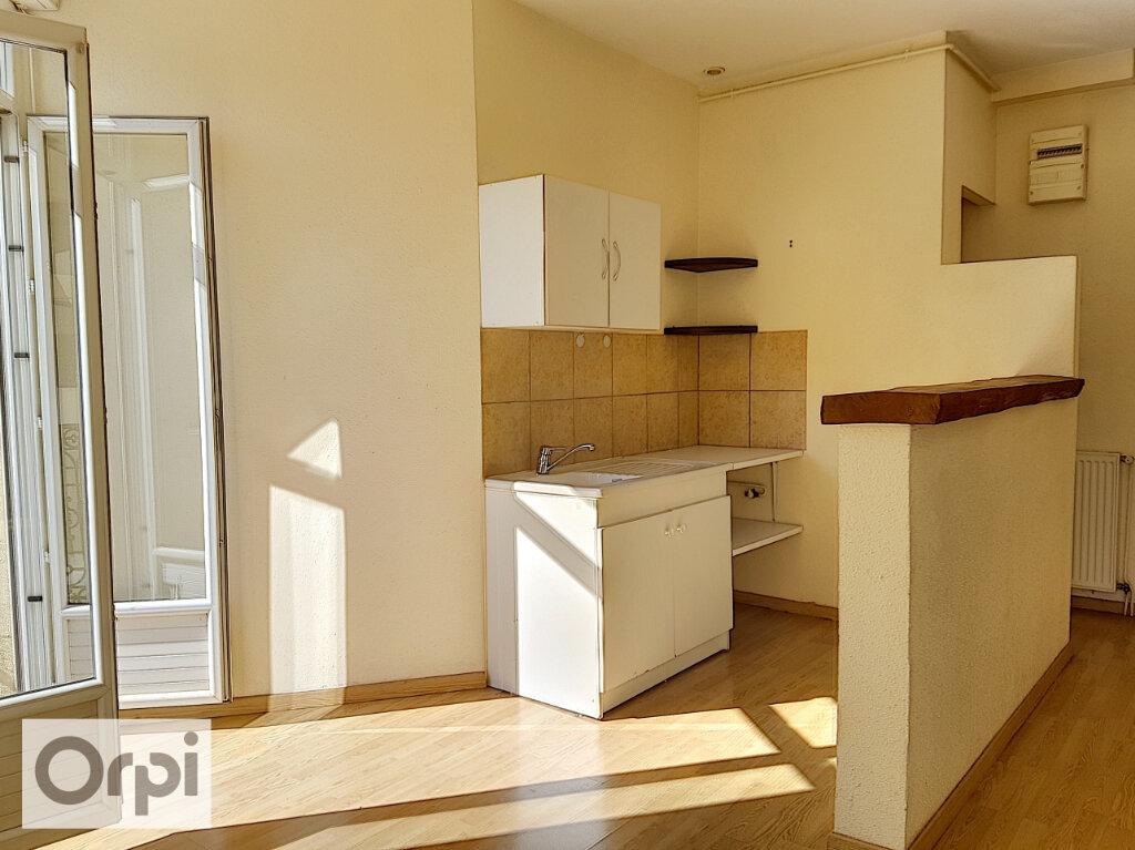 Appartement à louer 3 75m2 à Montluçon vignette-1