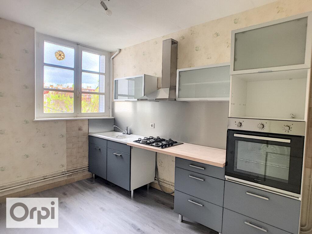 Appartement à louer 2 61m2 à Montluçon vignette-1