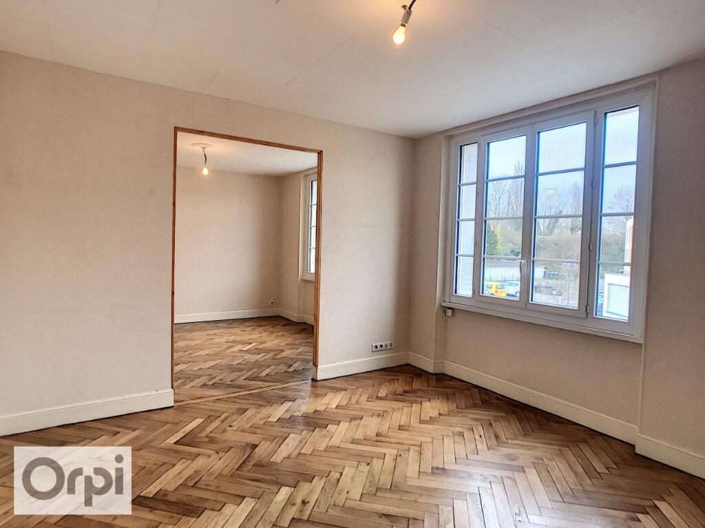 Appartement à louer 2 61m2 à Montluçon vignette-3