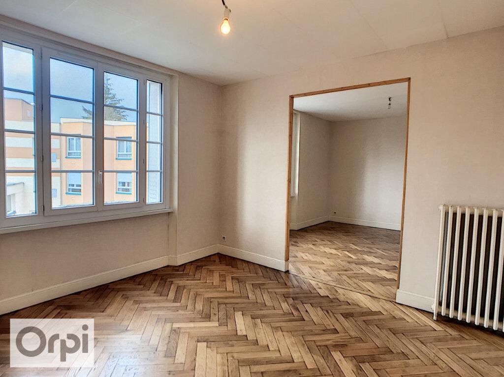 Appartement à louer 2 61m2 à Montluçon vignette-4