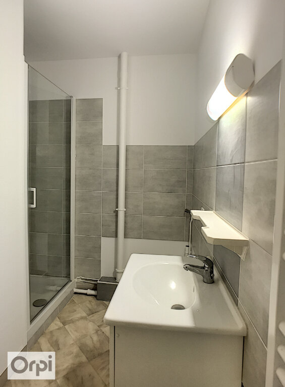Appartement à louer 2 61m2 à Montluçon vignette-6