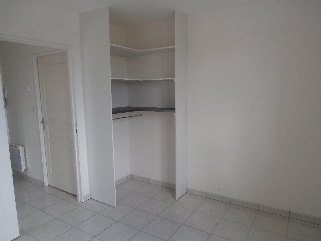 Appartement à louer 2 38m2 à Montluçon vignette-3