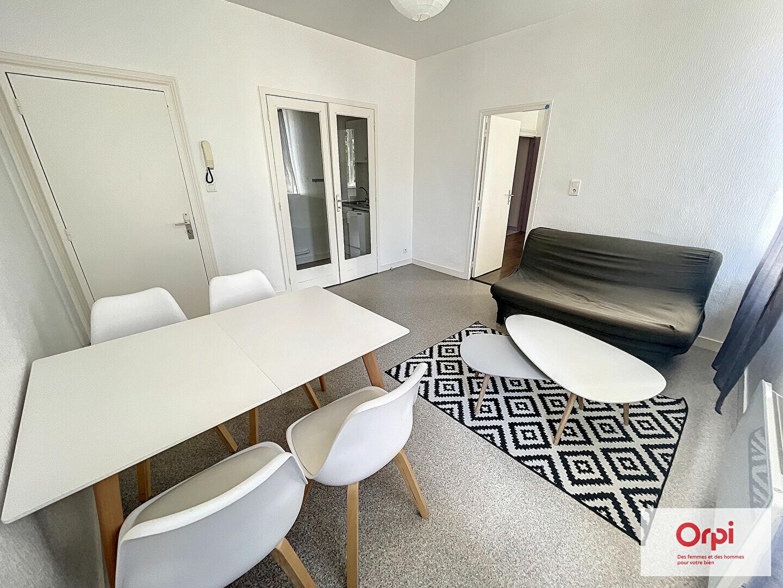 Appartement à louer 2 27m2 à Montluçon vignette-2