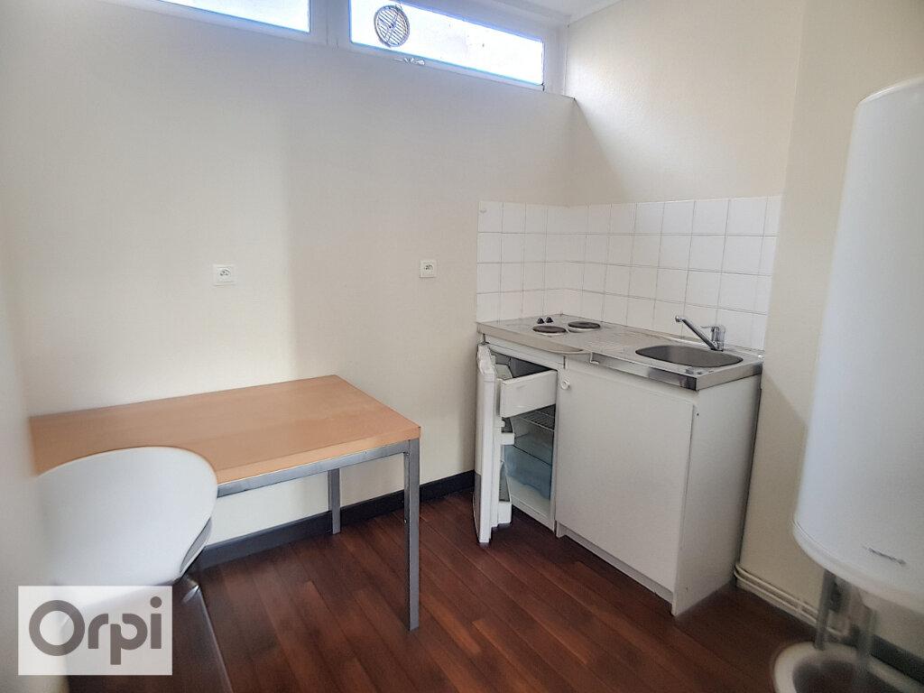 Appartement à louer 1 24.95m2 à Montluçon vignette-2