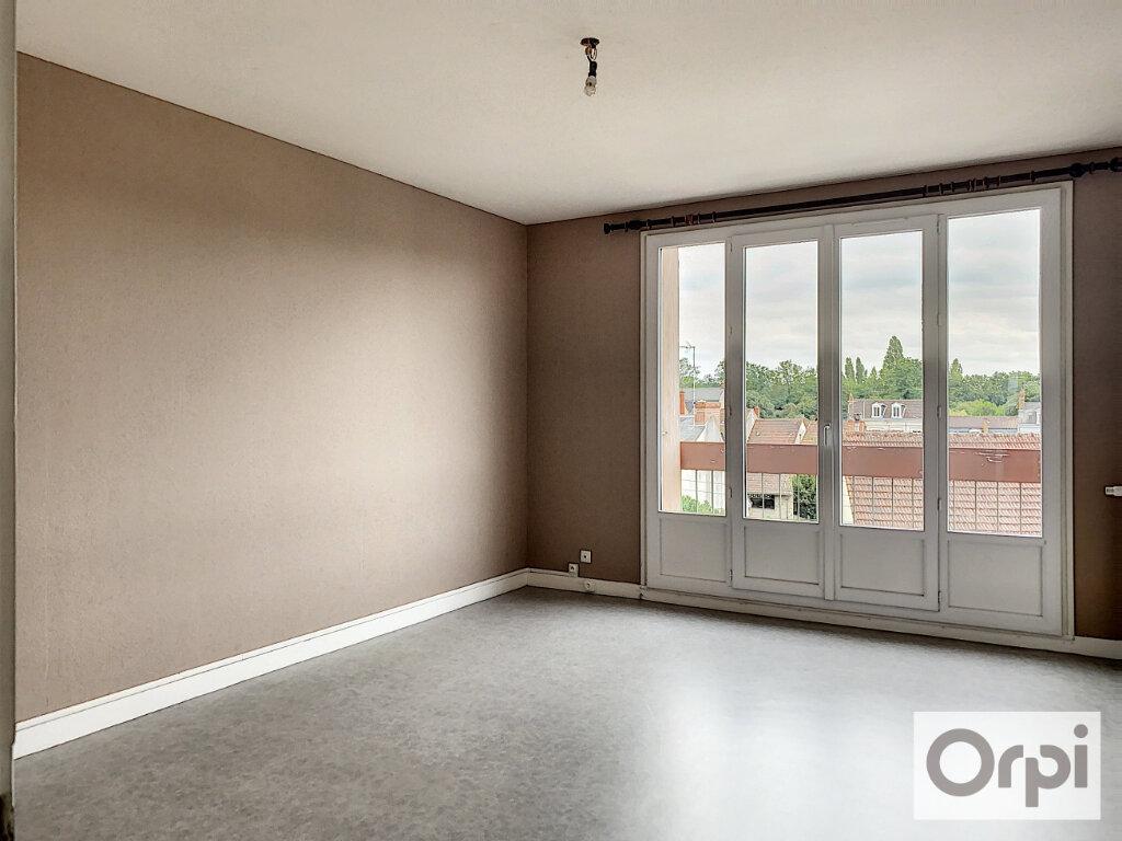 Appartement à louer 3 64m2 à Montluçon vignette-3
