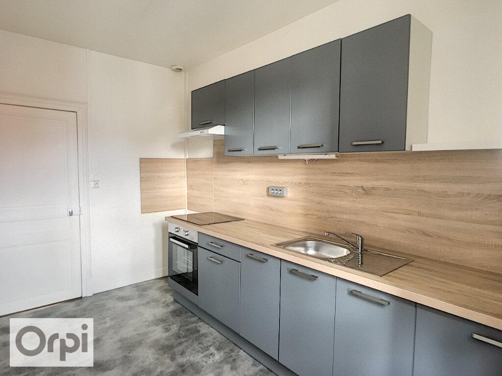 Appartement à louer 3 82m2 à Montluçon vignette-2