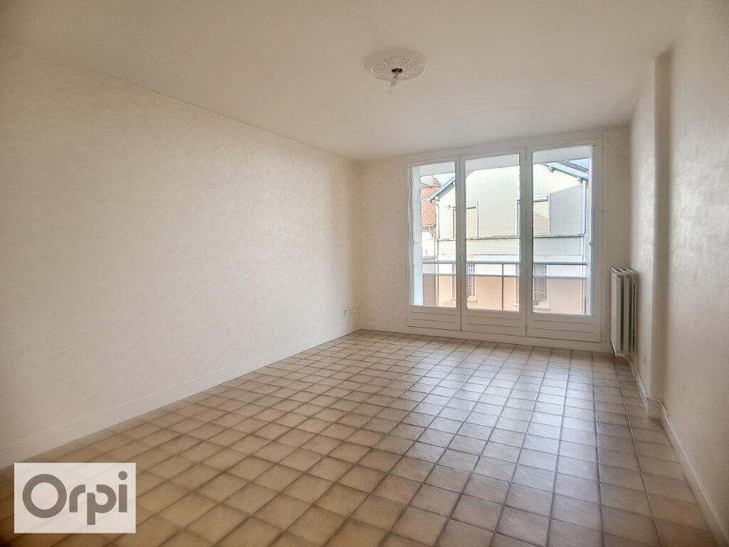 Appartement à louer 3 62.21m2 à Montluçon vignette-1