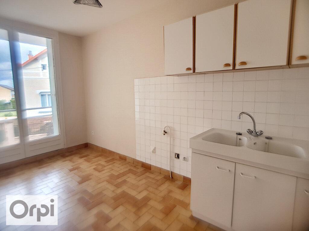 Appartement à louer 3 62.21m2 à Montluçon vignette-2