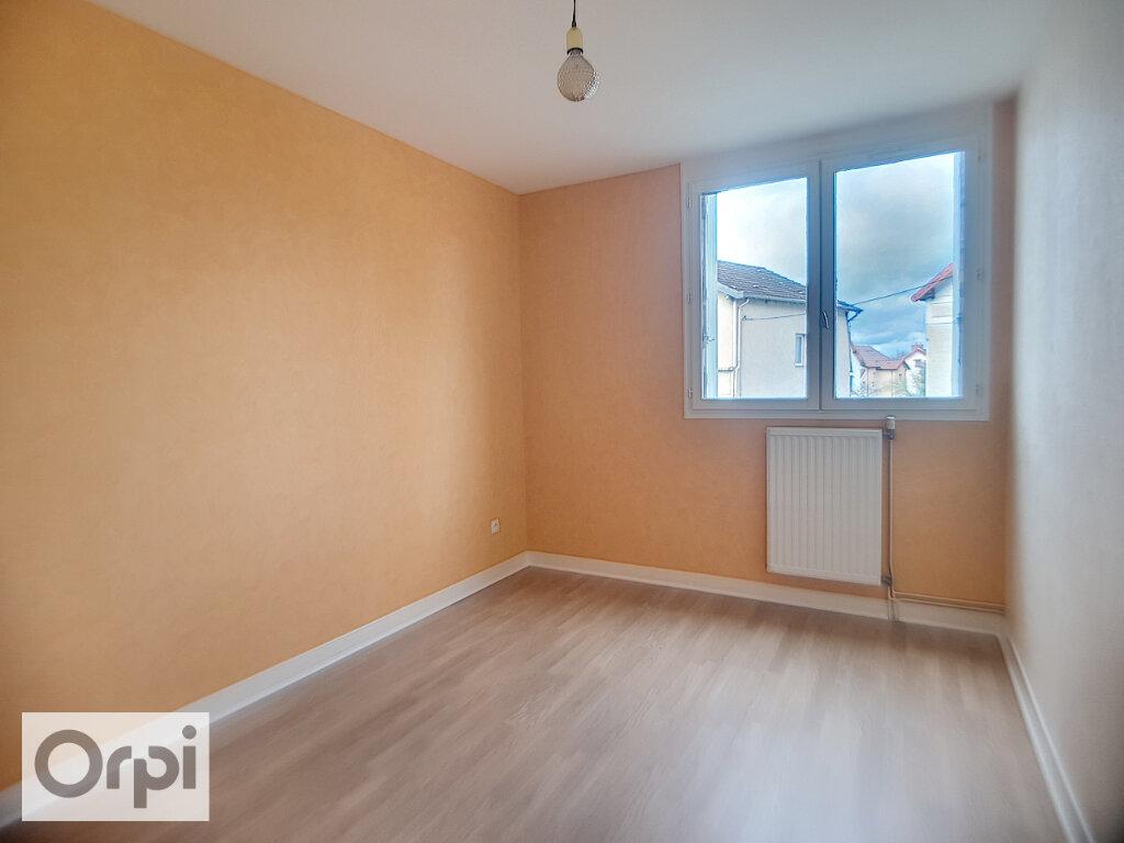 Appartement à louer 3 62.21m2 à Montluçon vignette-4