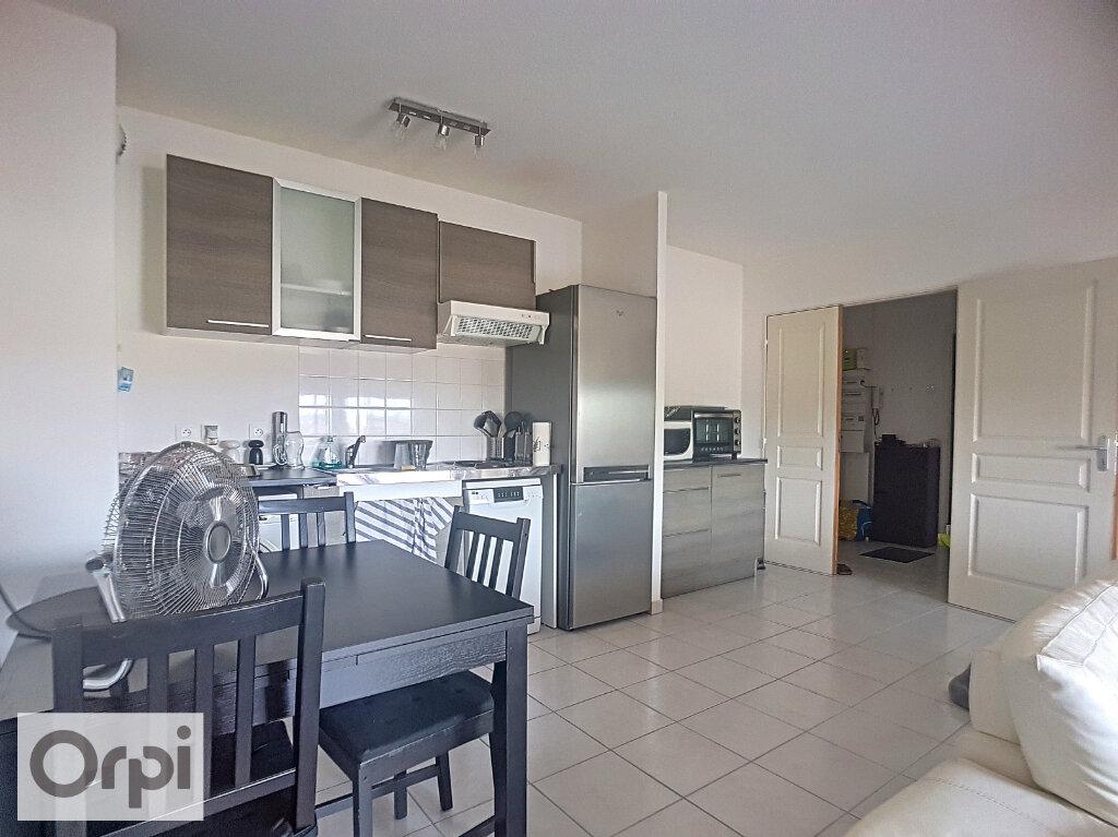 Appartement à louer 2 53m2 à Montluçon vignette-1