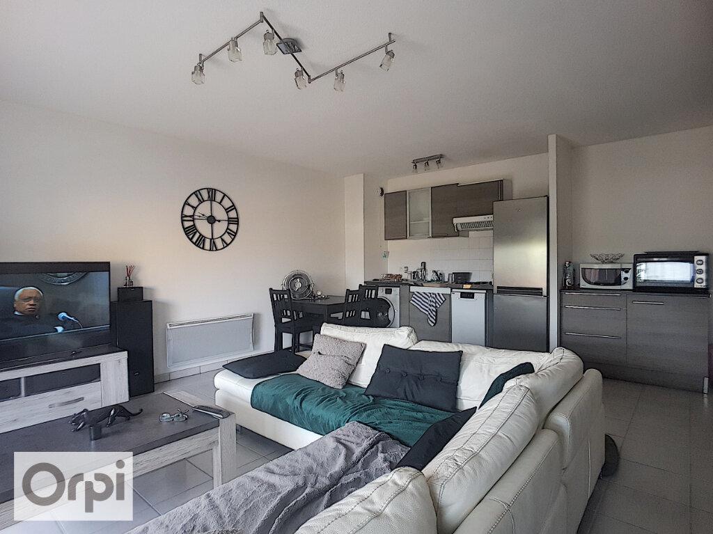 Appartement à louer 2 53m2 à Montluçon vignette-2