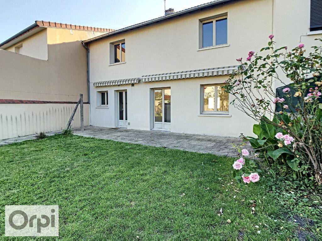 Maison à louer 5 147.77m2 à Montluçon vignette-1
