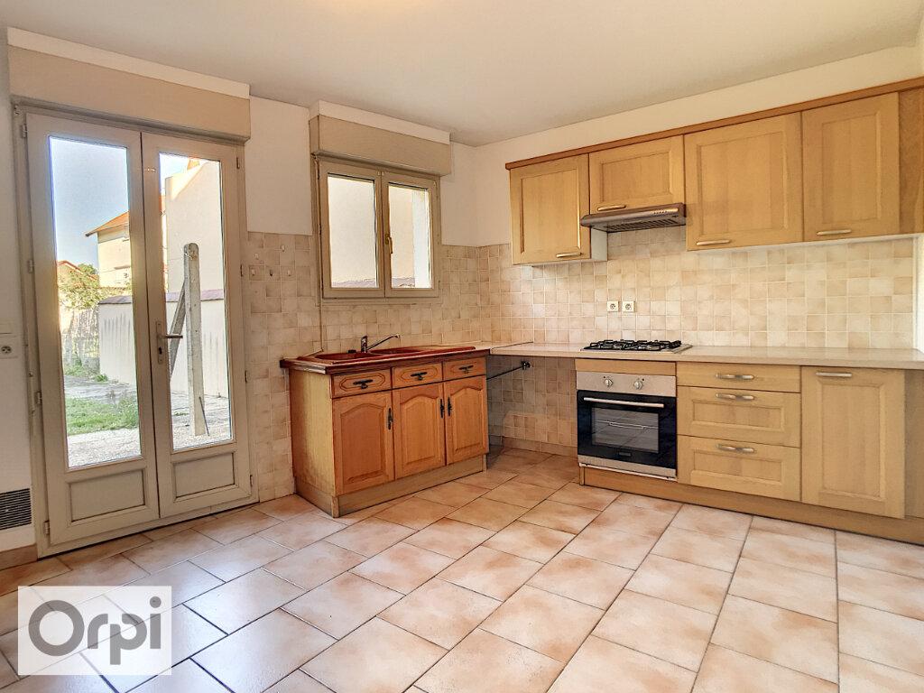 Maison à louer 5 147.77m2 à Montluçon vignette-4