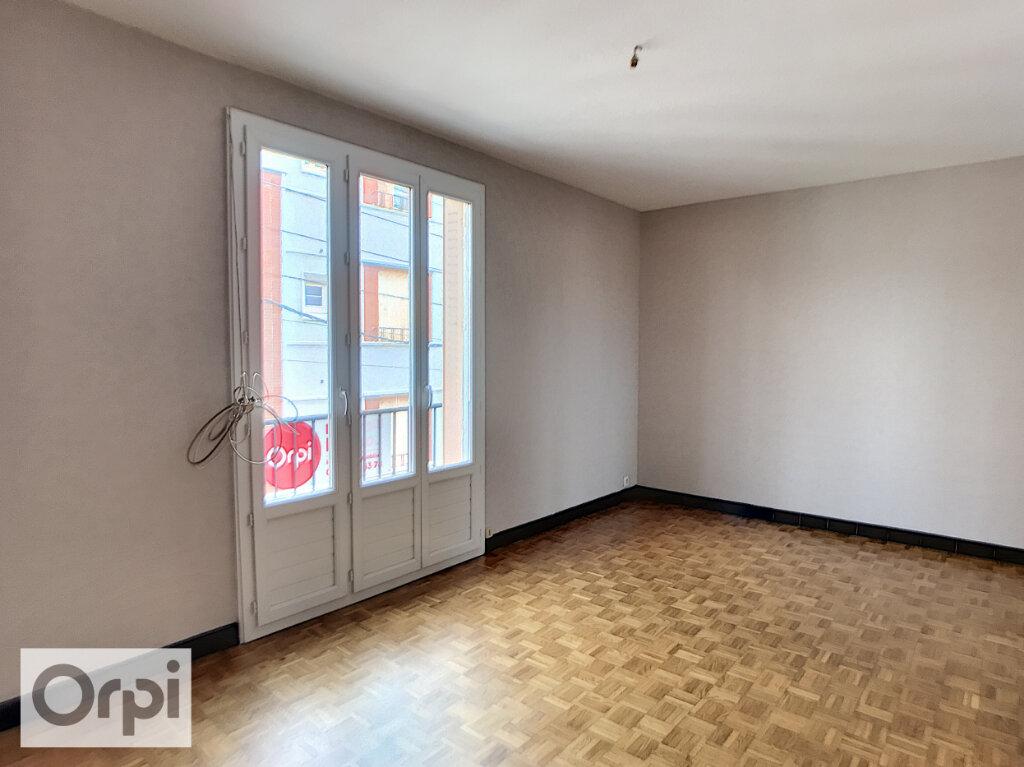 Appartement à louer 2 38m2 à Montluçon vignette-1