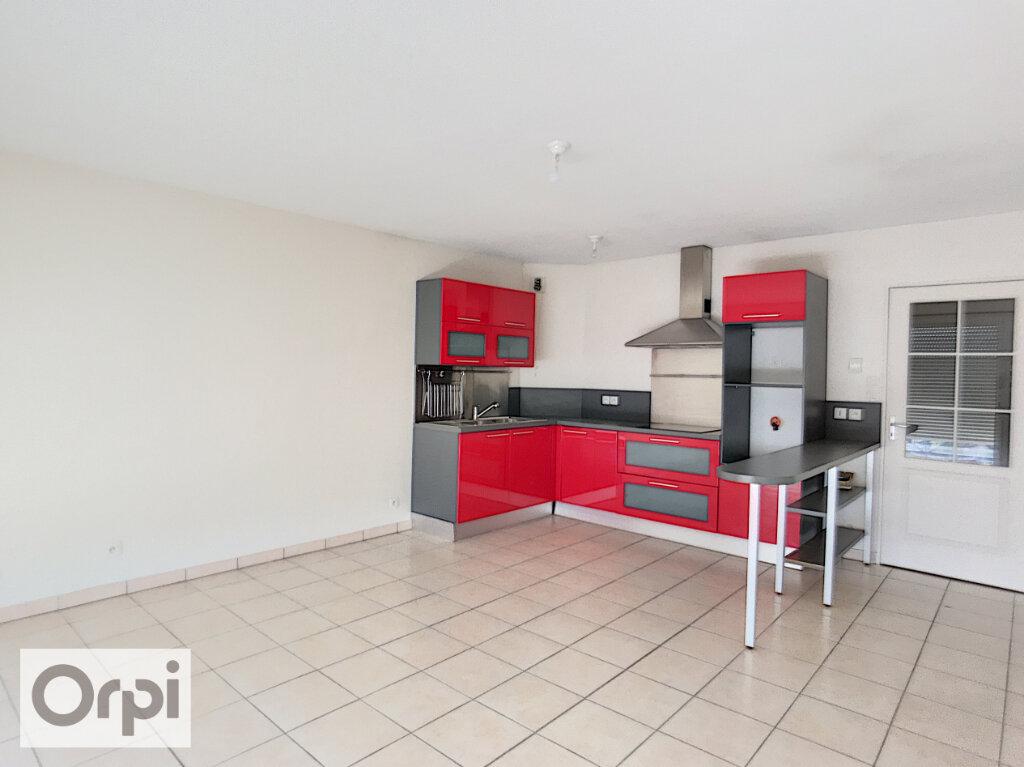 Appartement à louer 3 64.91m2 à Montluçon vignette-3