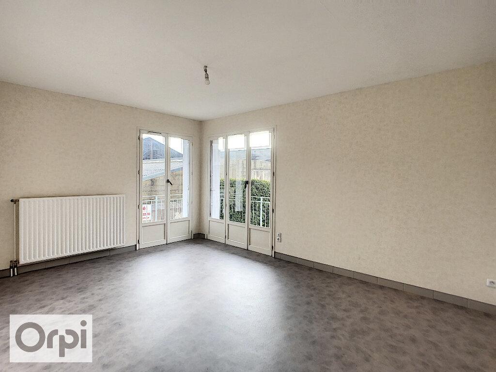 Appartement à louer 2 47.15m2 à Montluçon vignette-2