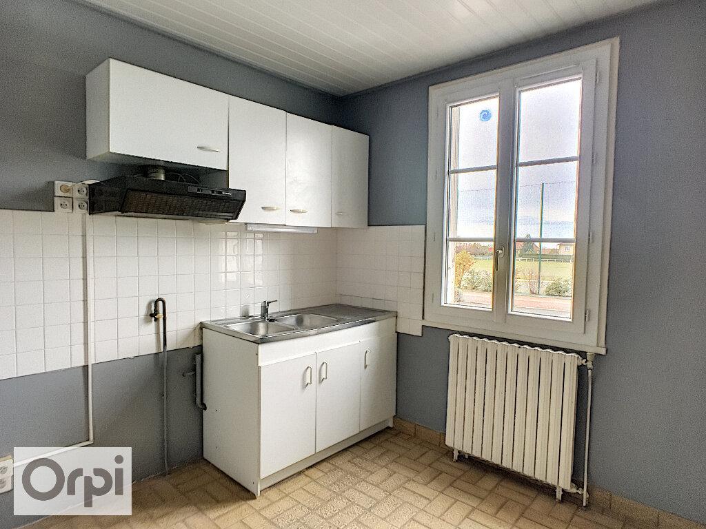 Maison à louer 3 67m2 à Montmarault vignette-2