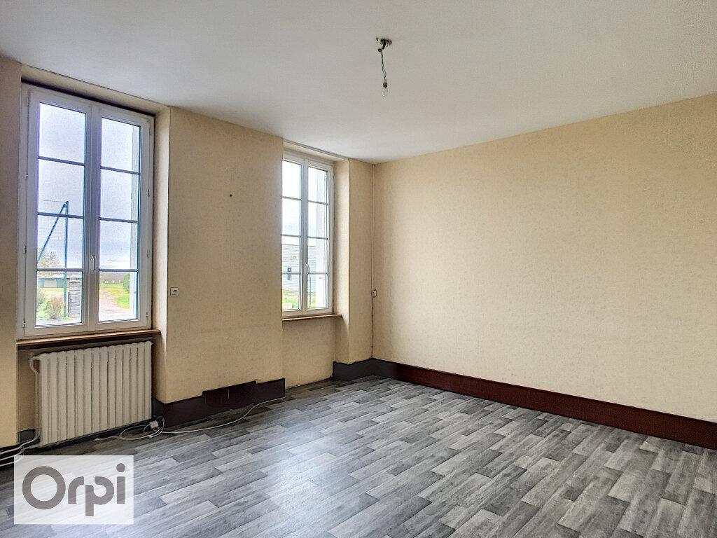Maison à louer 3 67m2 à Montmarault vignette-3