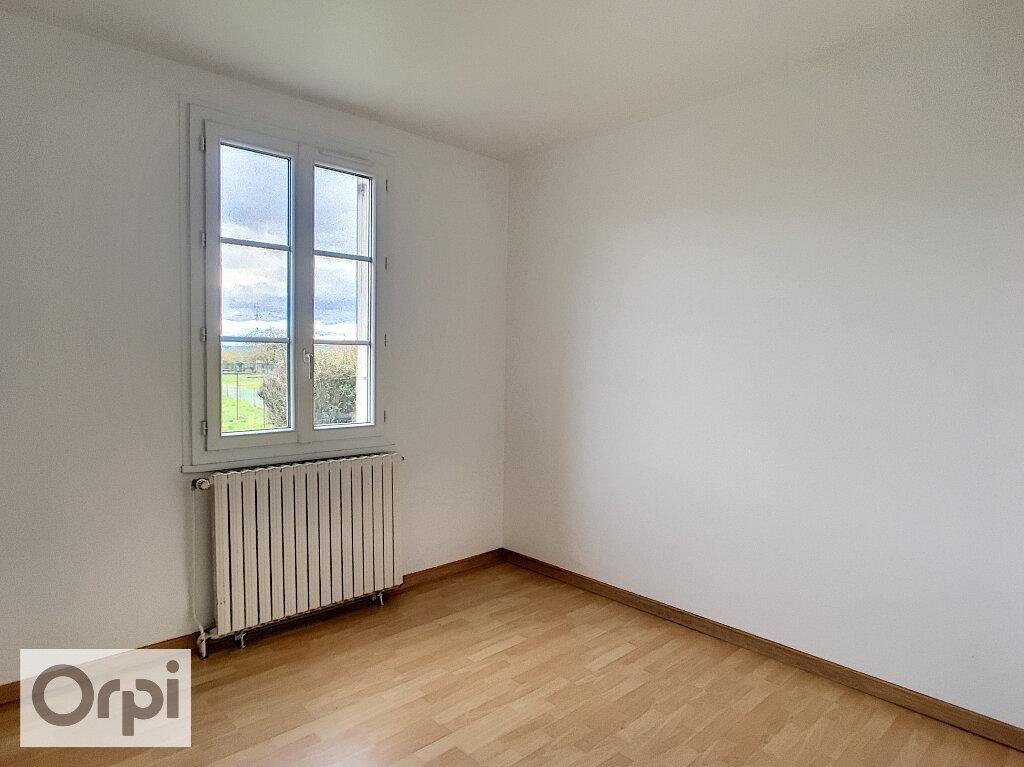 Maison à louer 3 67m2 à Montmarault vignette-5