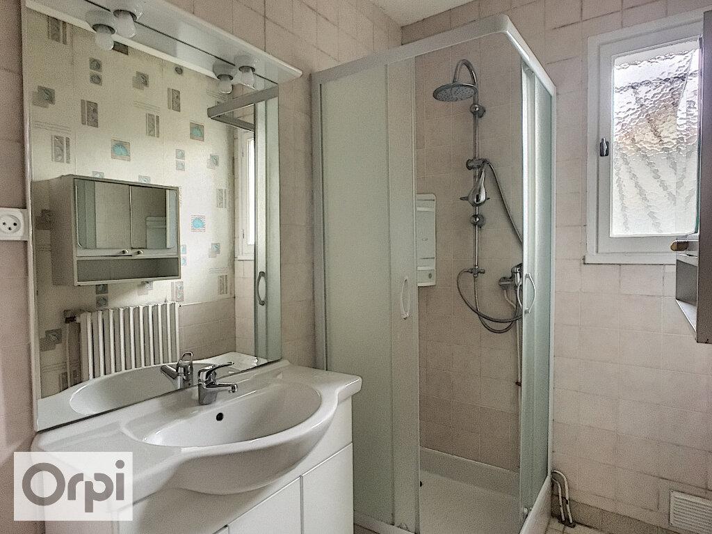 Maison à louer 3 67m2 à Montmarault vignette-8