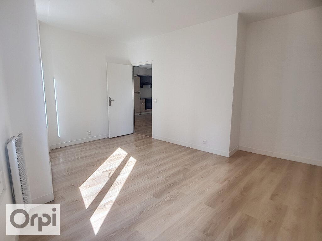 Appartement à louer 3 54.98m2 à Montluçon vignette-3