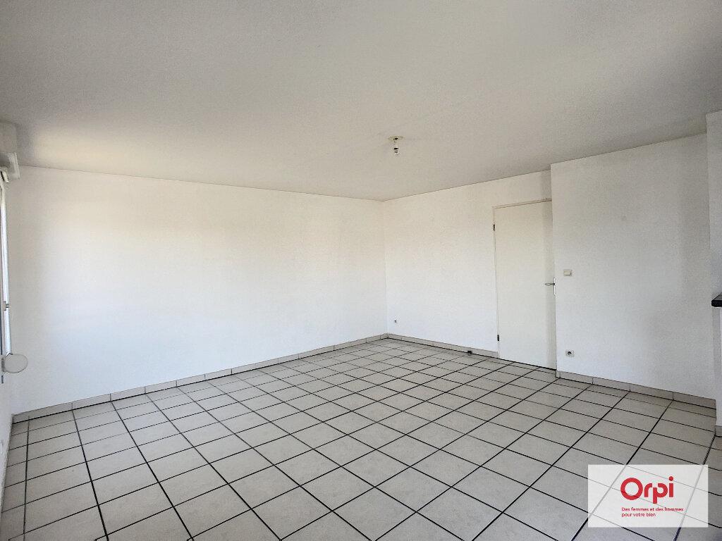 Appartement à louer 3 66.15m2 à Montluçon vignette-2