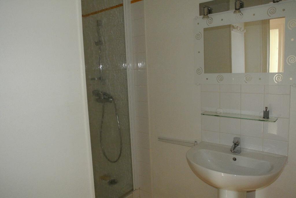 Appartement à louer 2 53.48m2 à Montluçon vignette-8