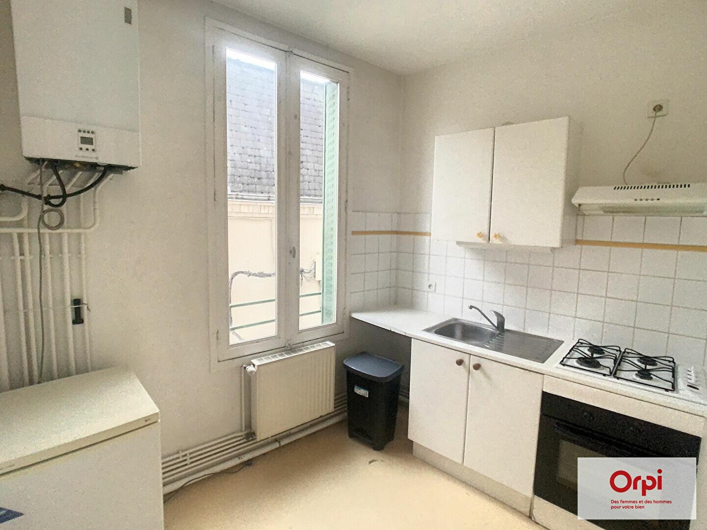 Appartement à louer 2 49m2 à Montluçon vignette-1
