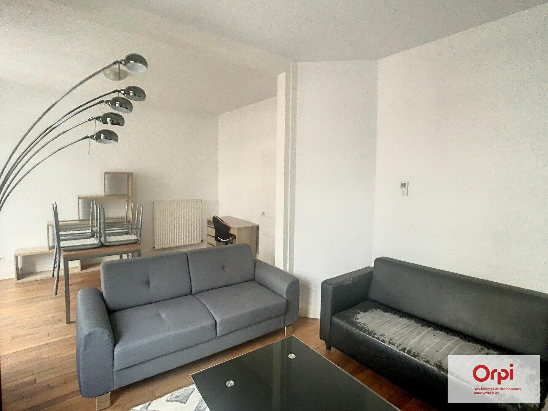 Appartement à louer 2 49m2 à Montluçon vignette-2