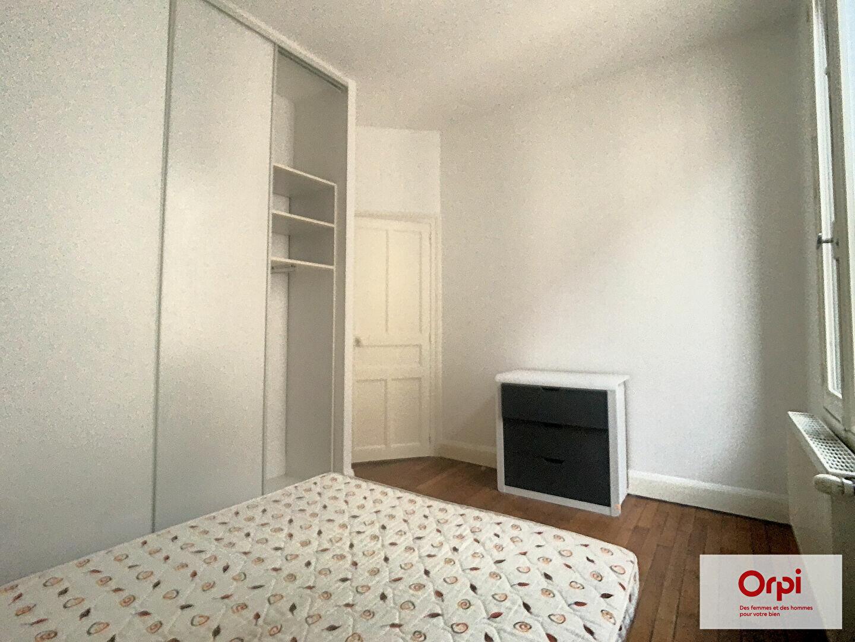 Appartement à louer 2 49m2 à Montluçon vignette-5