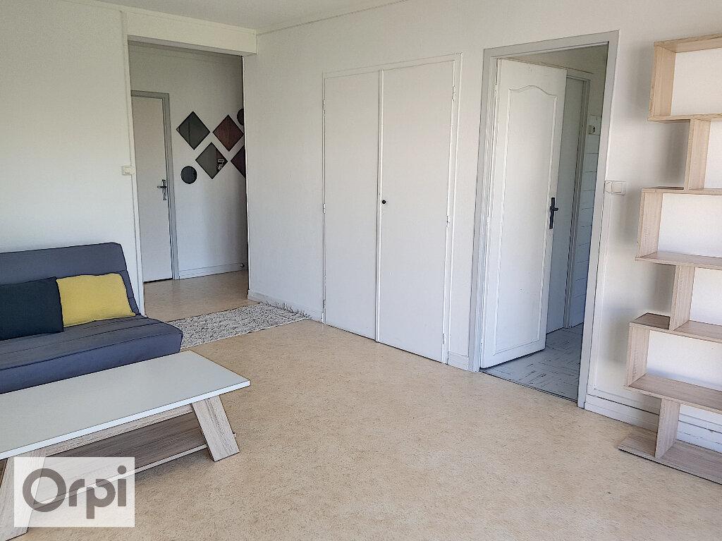 Appartement à louer 3 53.8m2 à Montluçon vignette-1