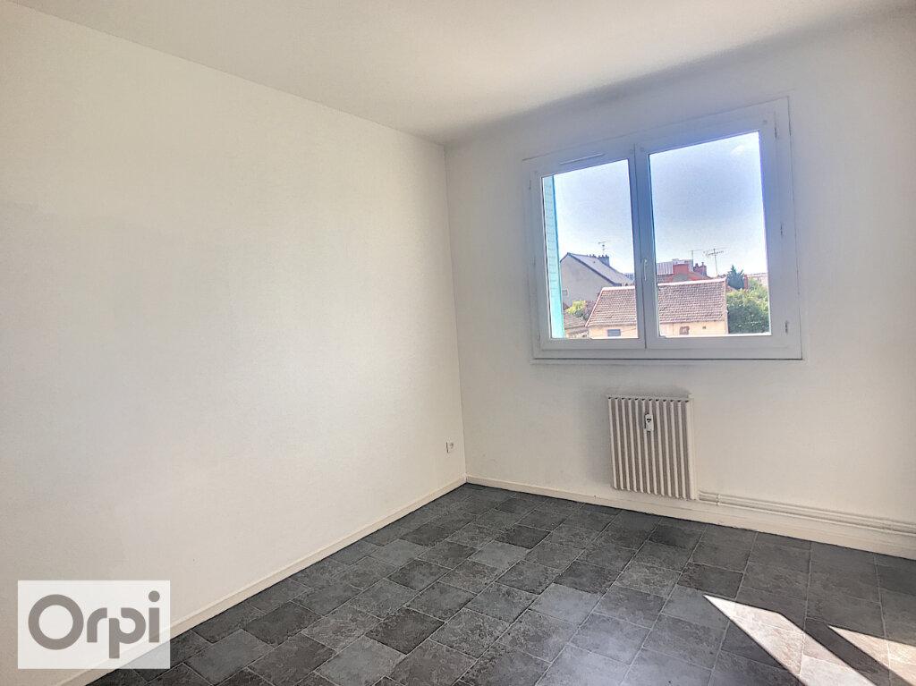 Appartement à louer 3 62.6m2 à Montluçon vignette-3